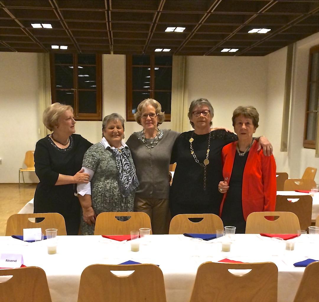 Le comité : Jacqueline, Hélène, Eliane, Lise et Hannelore, et fin prêt à recevoir la soixantaine de participants à la soirée festive